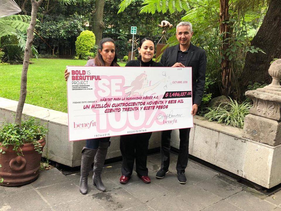 Benefit México dona fondos recaudados en campaña a Hábitat México