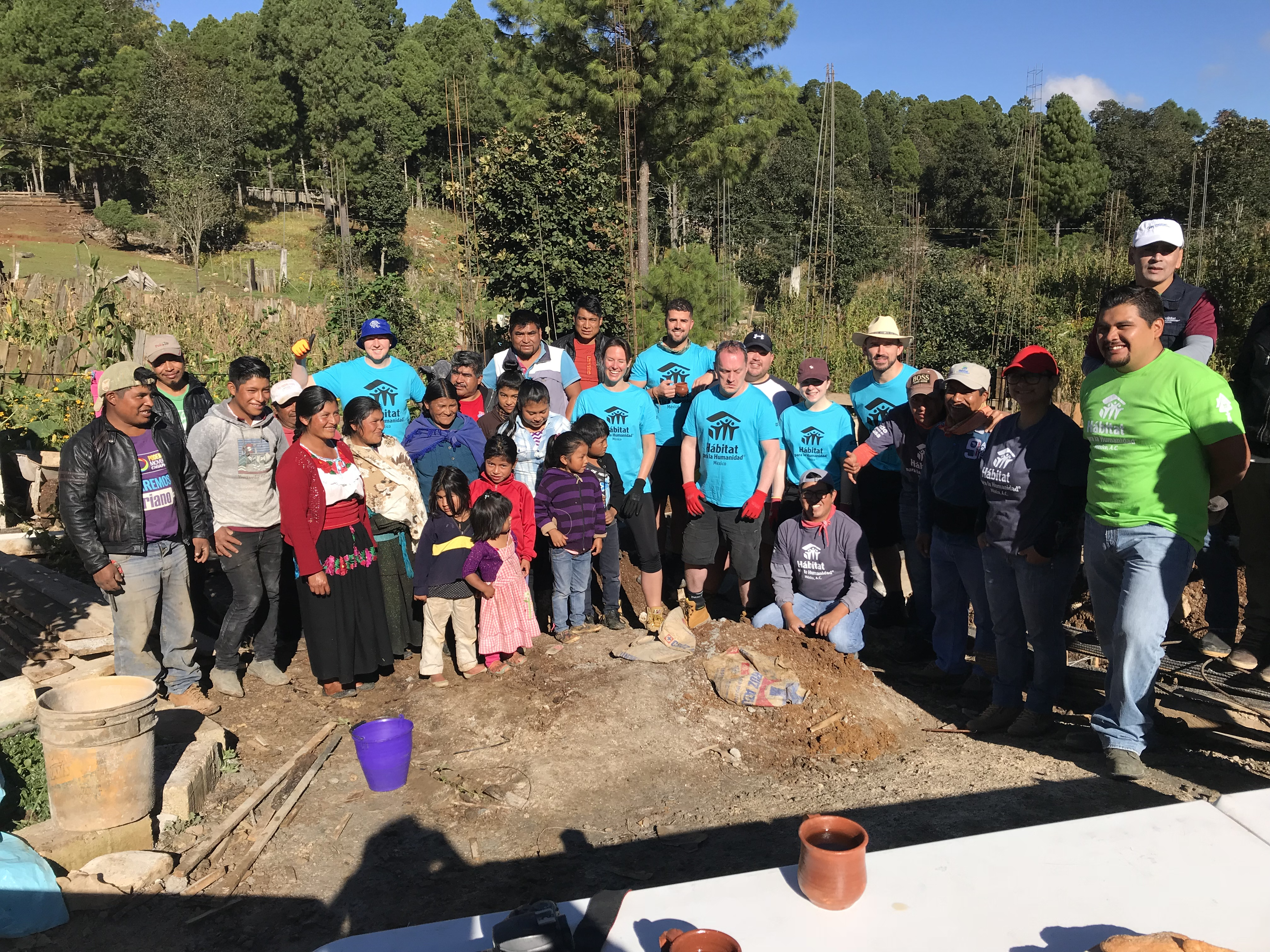 Equipo de voluntariado de Gran Bretaña forma parte de brigada en Chiapas