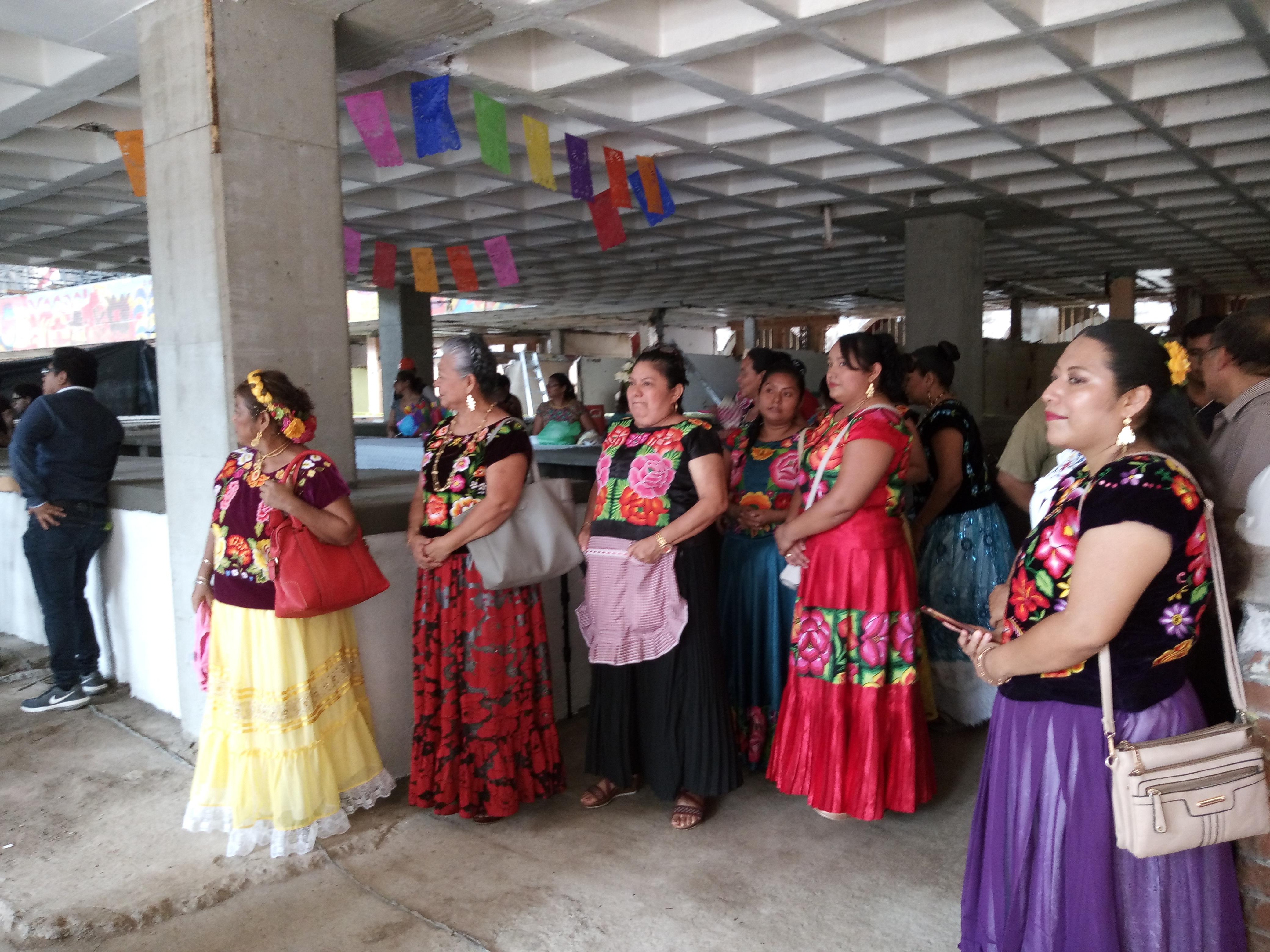 Entregan fundaciones y gobierno de Oaxaca mercado municipal de Juchitán