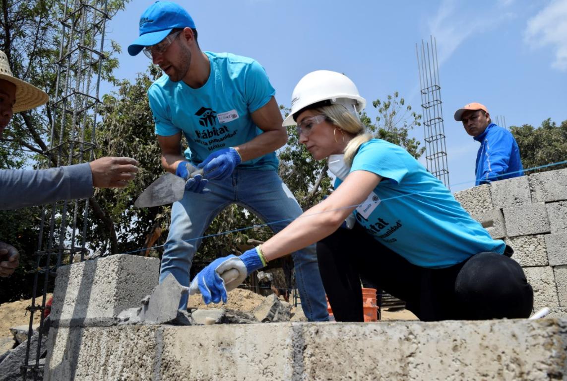 Famosos construyen viviendas en comunidades aledañas al Popocatépetl
