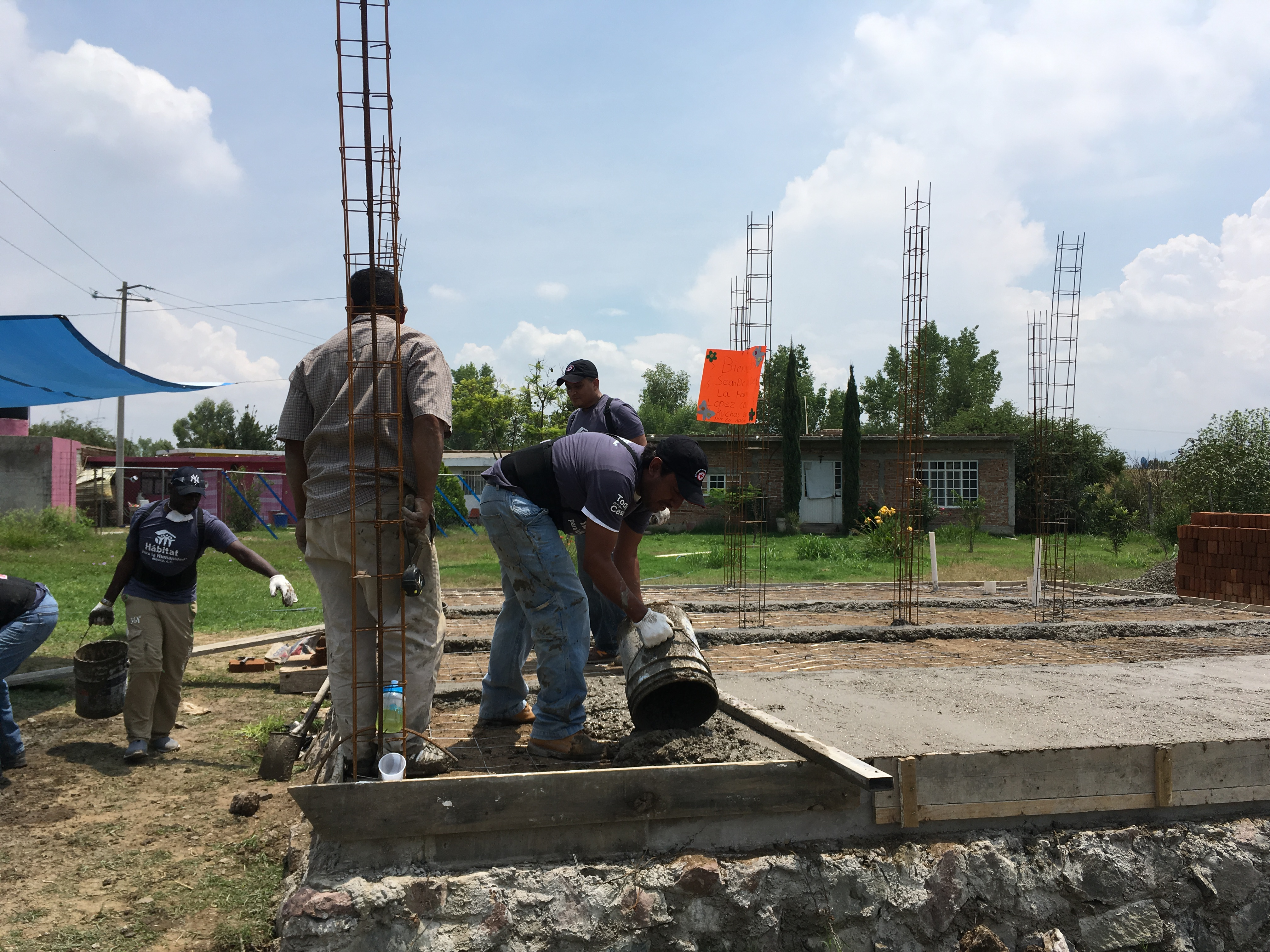 Colaboradores de Cisco ayudan a familias en Guanajuato en la construcción de su casa